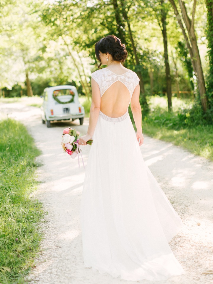 Gorgeous key hole wedding dress
