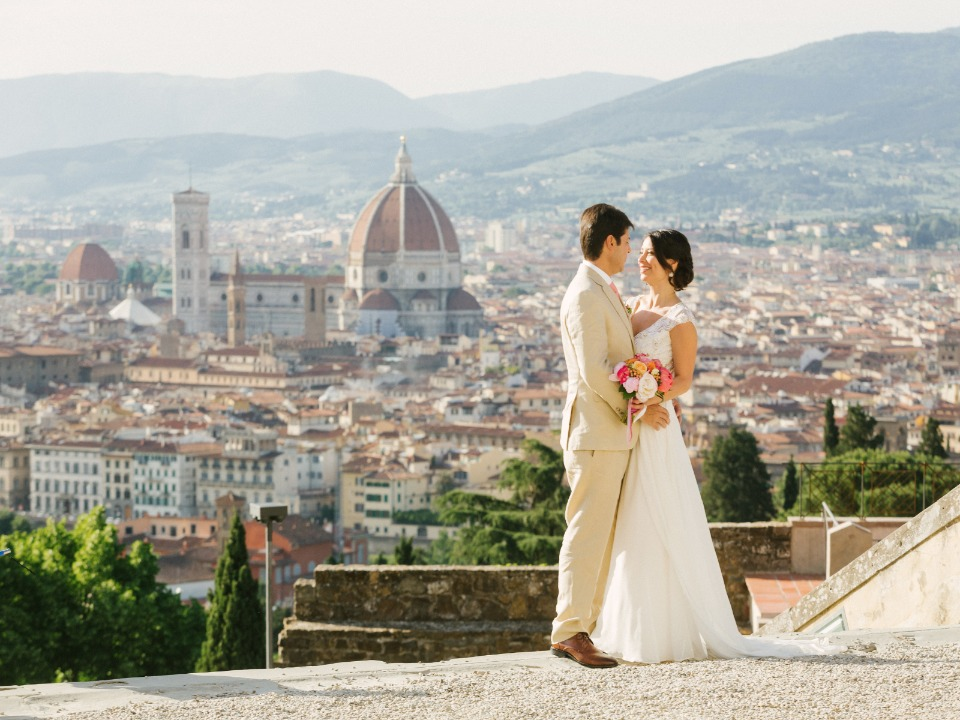 Gorgeous outdoor wedding in Tuscany
