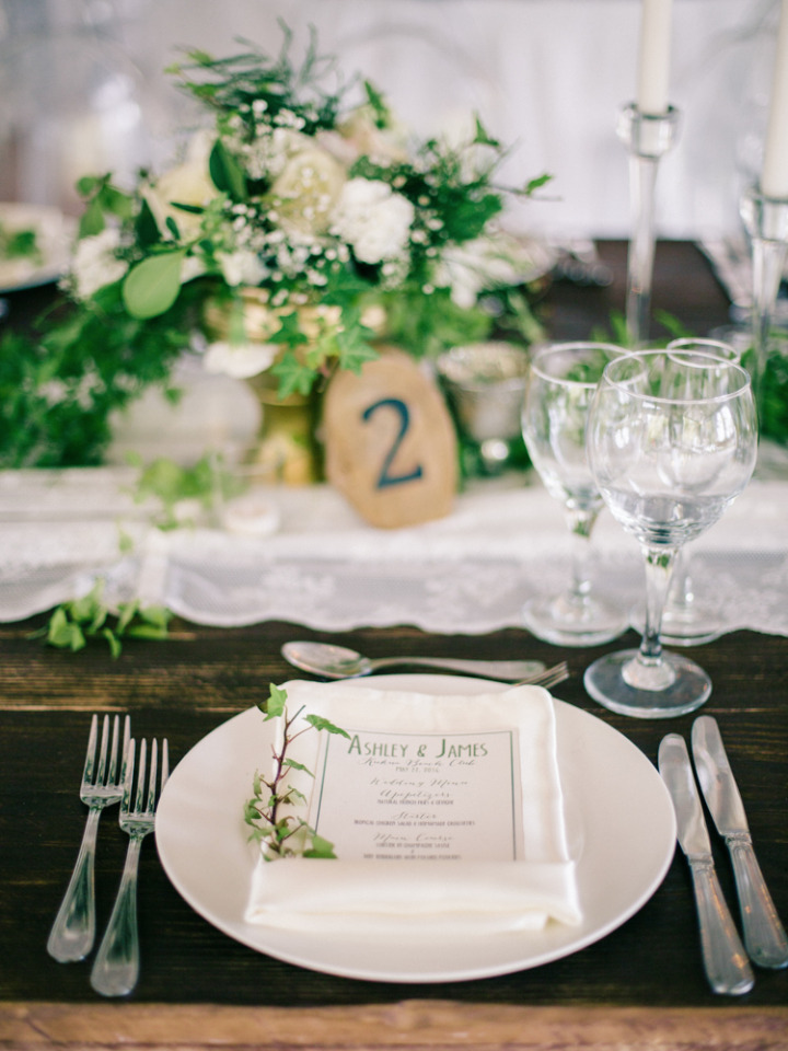 simple and pretty wedding place settings