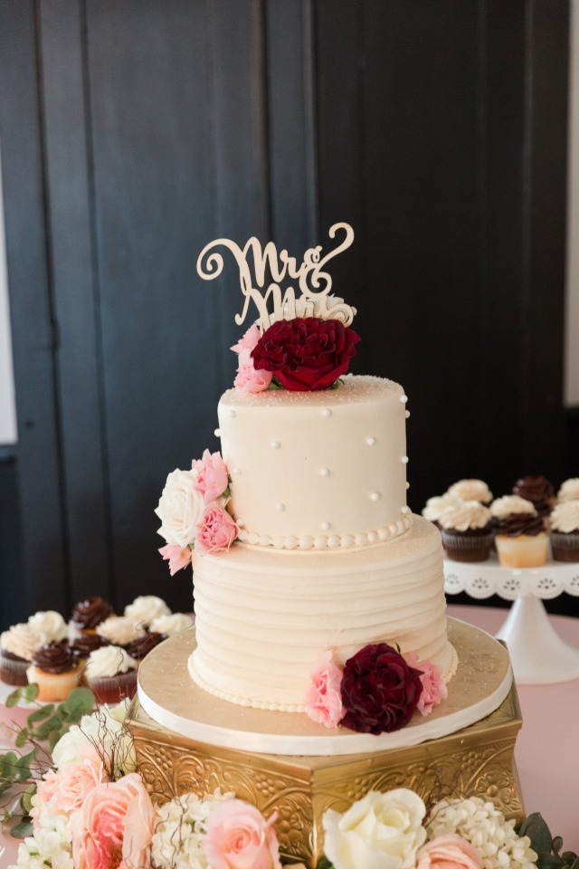 mr and mrs topped wedding cake
