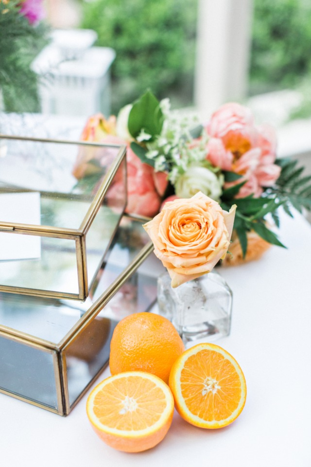 roses and oranges as wedding decor
