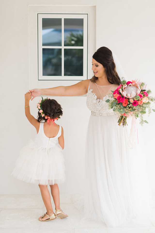 cute flower girl and bride wedding pgoto