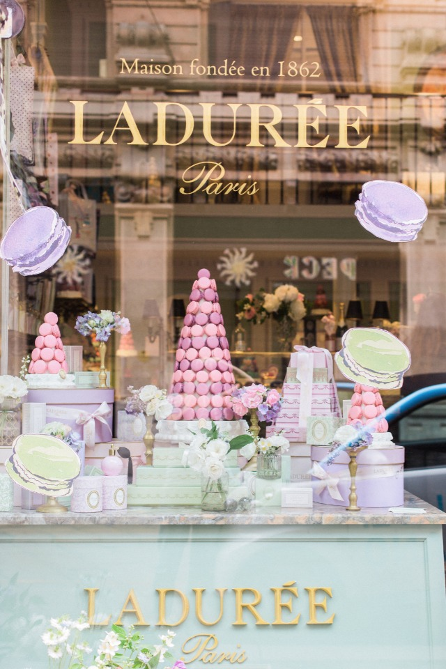 macaron and tea shop in Paris