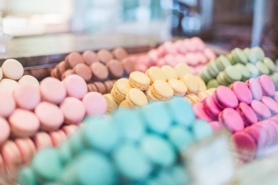 macarons in many different colors and flavors