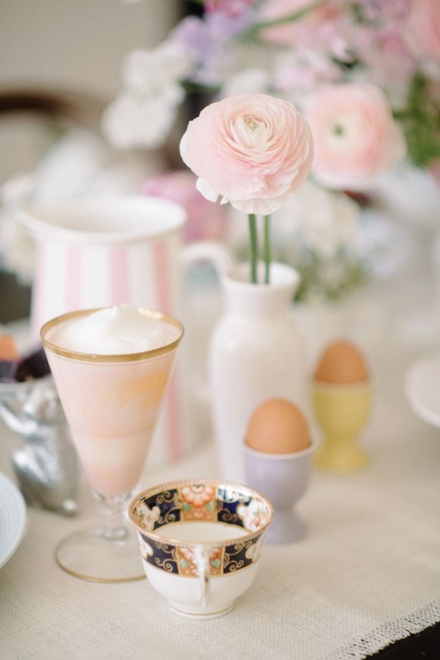 Pretty Easter table decor