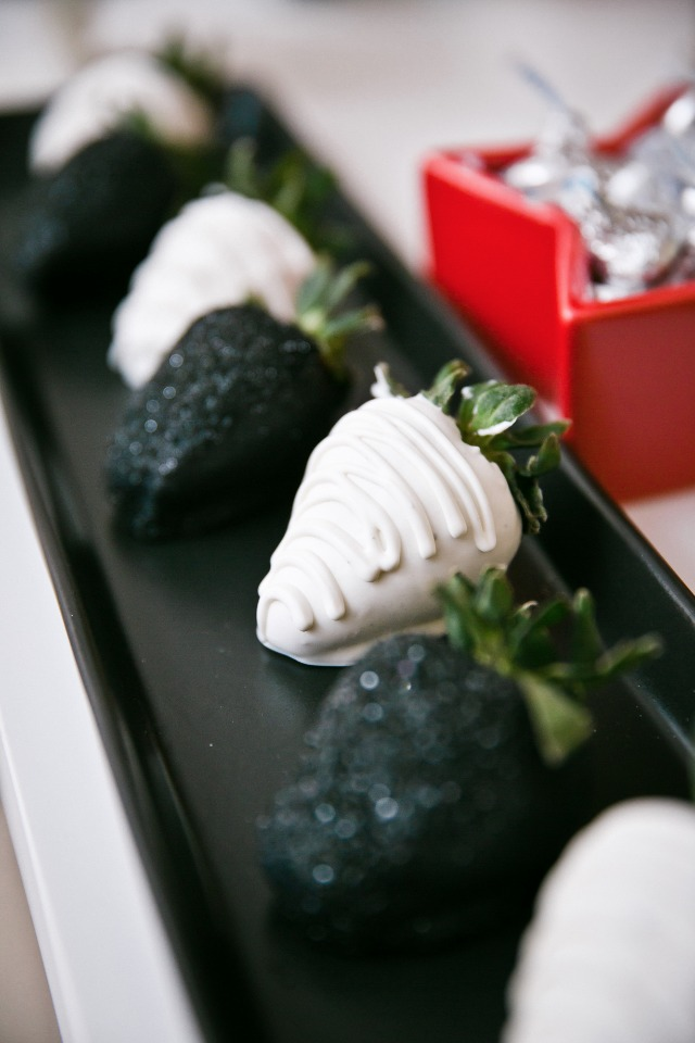 black and white chocolate covered strawberries