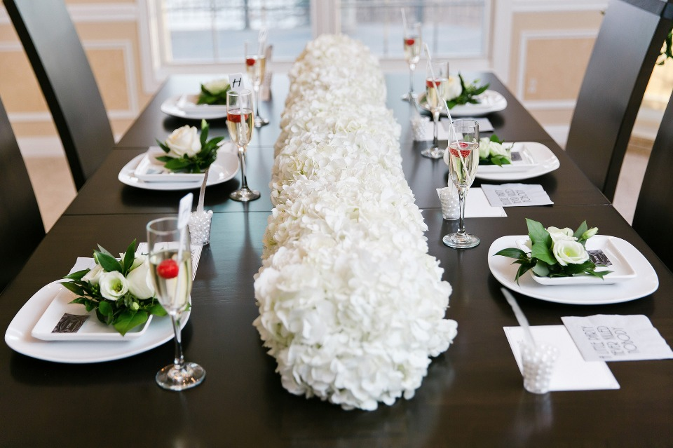 black and white table decor