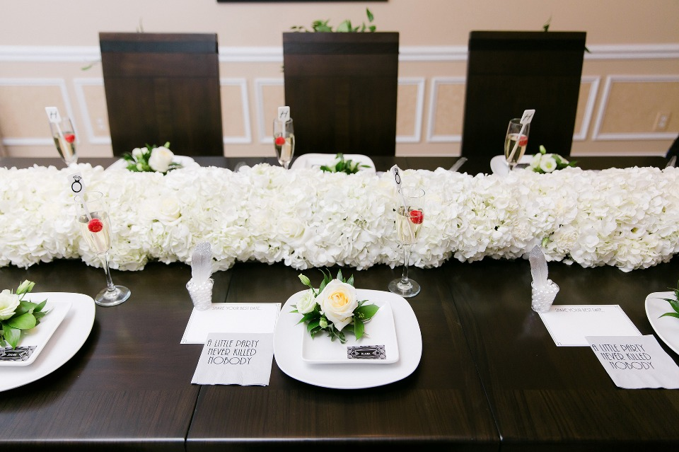 black and white modern table decor