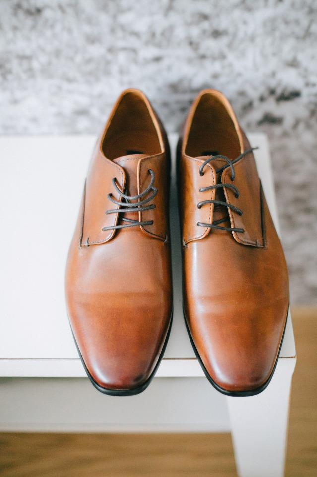 groom shoes