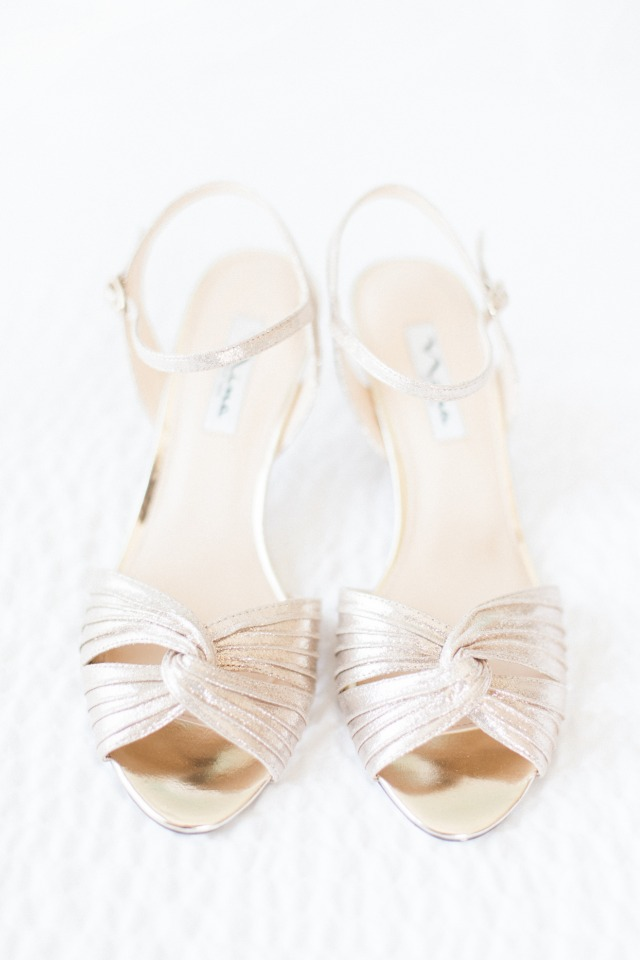 Gold heels for the bride