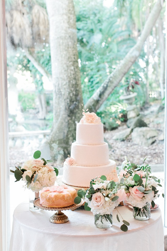 Cakes and bouquets