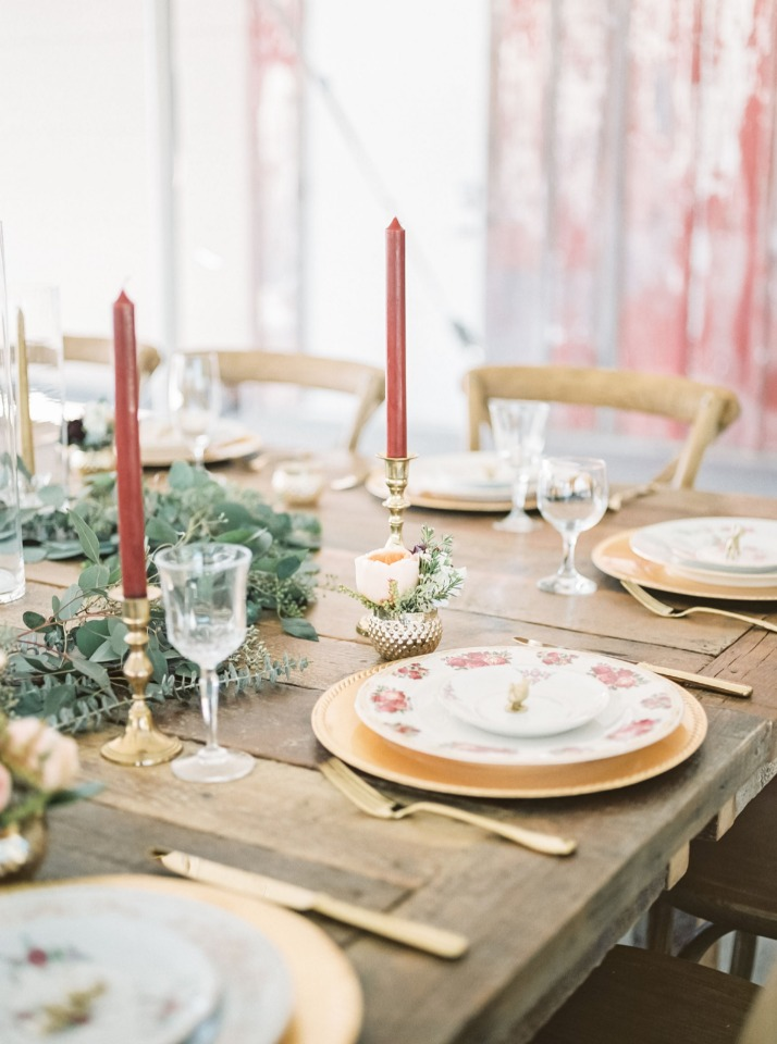 Simple and elegant table decor