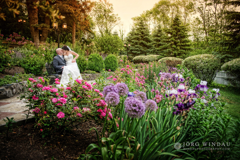 Beautiful spring flowers at FEAST at Round Hill, Hudson Valley wedding venue. Photo by Windau Photography.