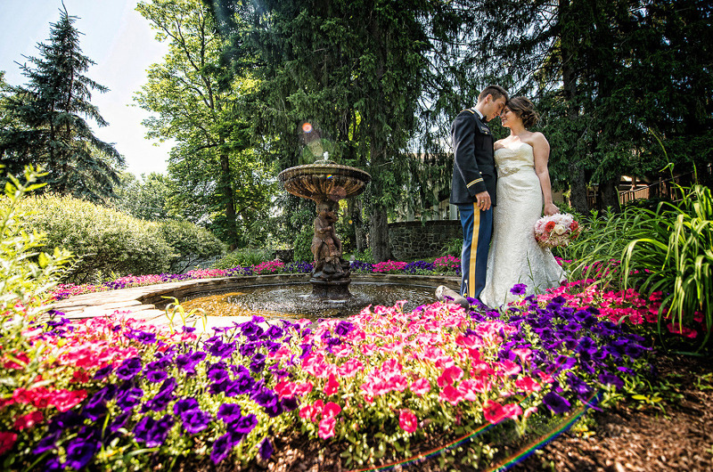 Couple strolling the fountains and gardens at FEAST at Round Hill, Hudson Valley wedding venue, less than one hour from Manhattan.
