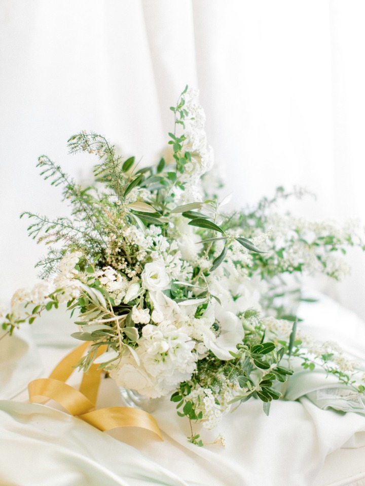 Overflowing white and green bouquet