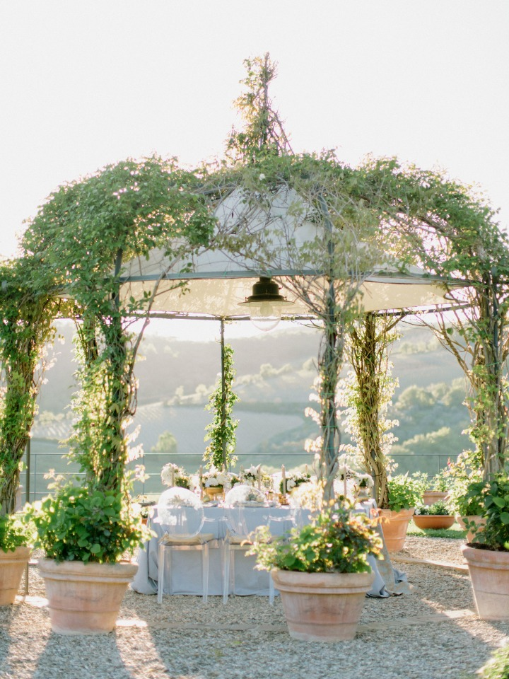 Dreamy garden reception