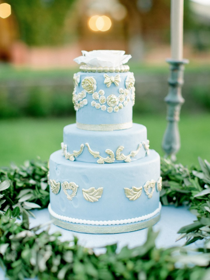Elegant blue wedding cake