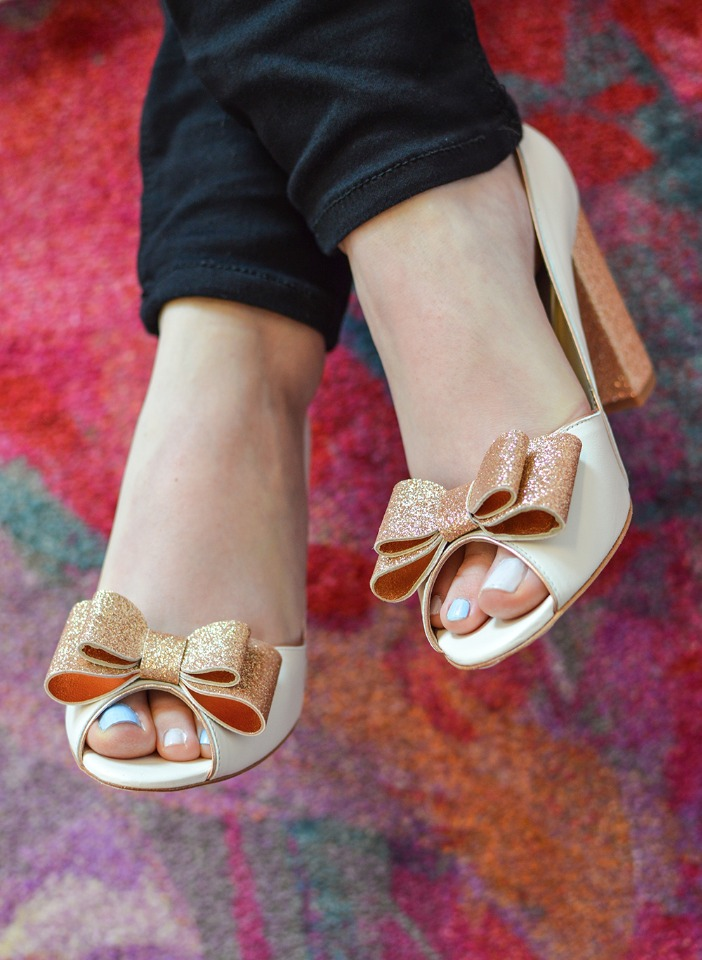 gold bows and toes