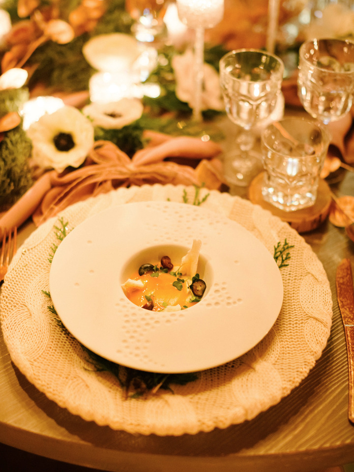 unique winter wedding place settings
