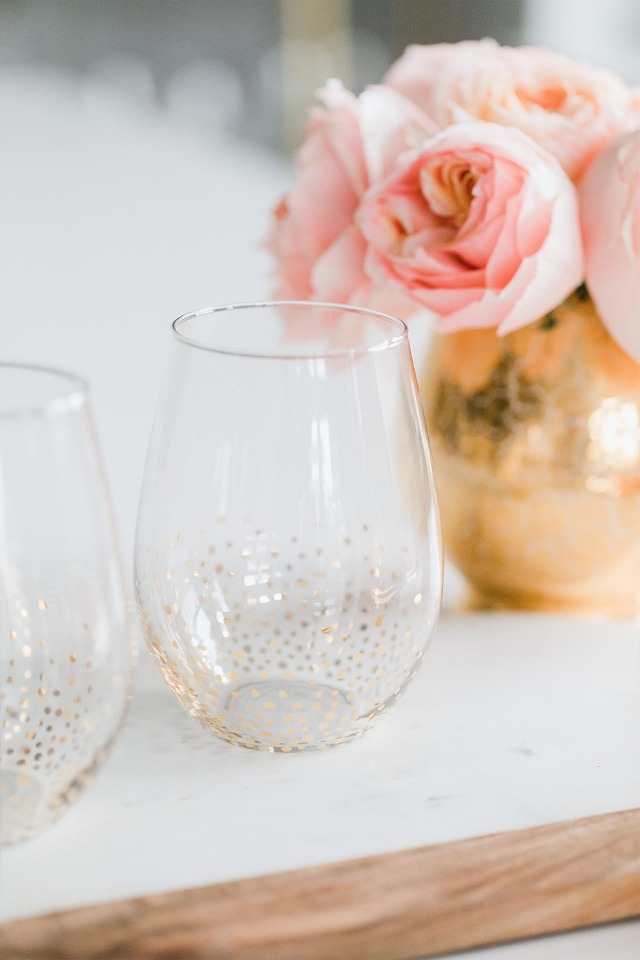 gold sparkly wine glasses