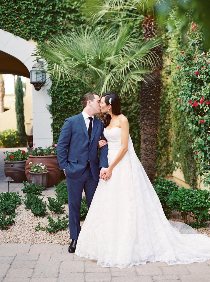 Wedding kiss in Scottsdale Arizona