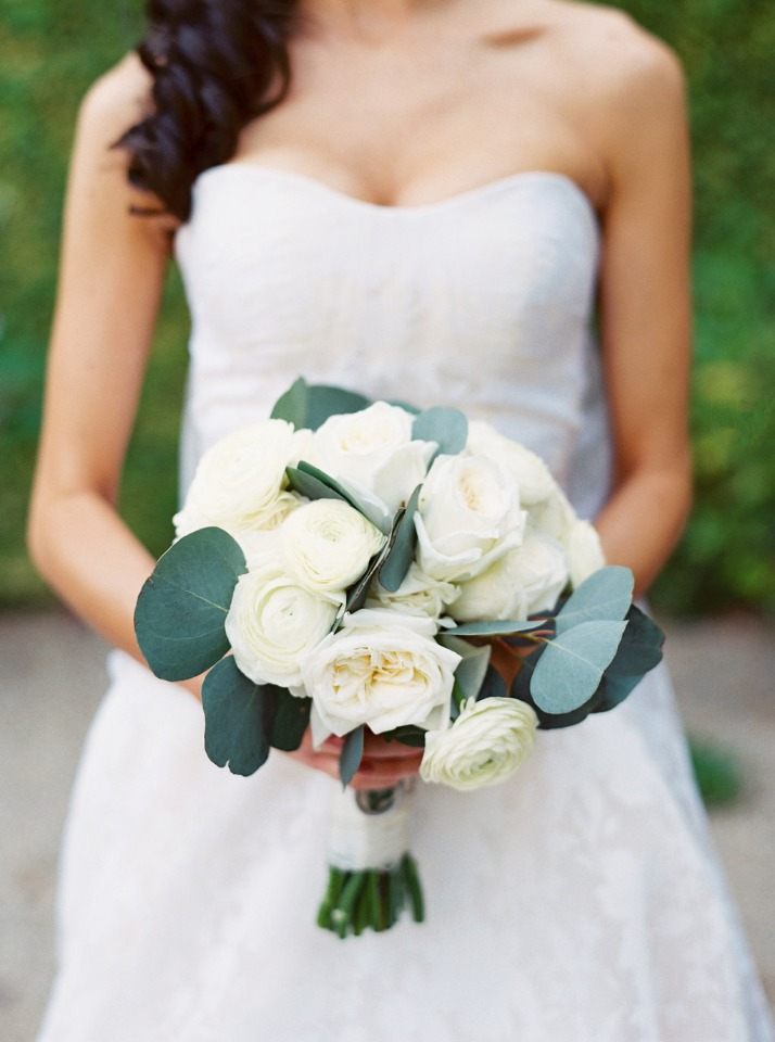simple white wedding bouquet