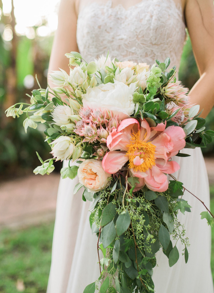 Pretty Up Your Wedding With a Peony Bouquet Recipe and Peony Decor