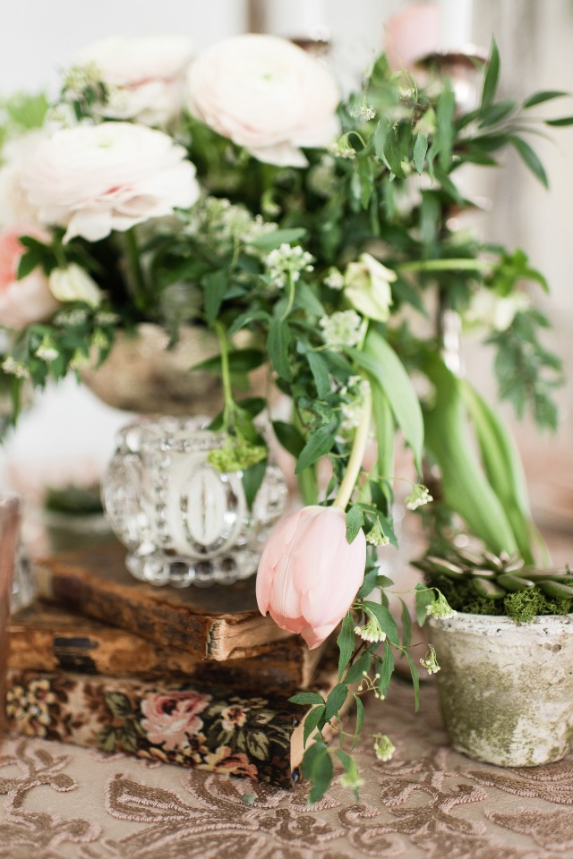 vintage meets romance in this Midsummers Night Dream themed centerpiece