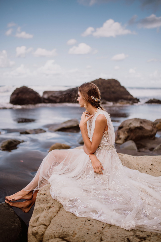 chic beach wedding bridal look