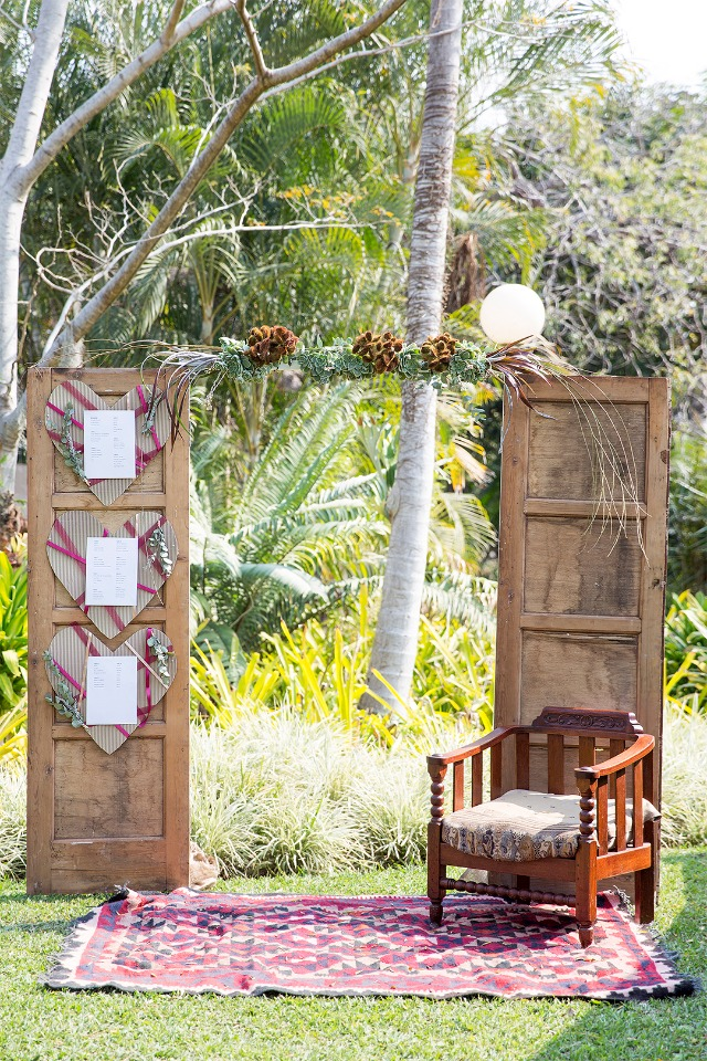 seating display and photo boot idea