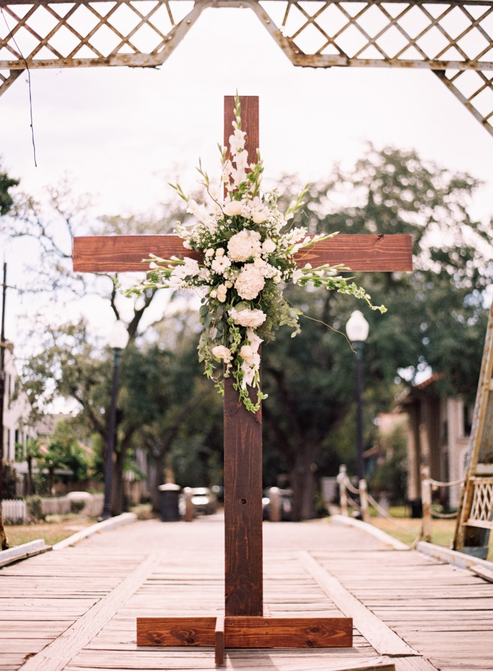 Wood cross ceremony backdrop