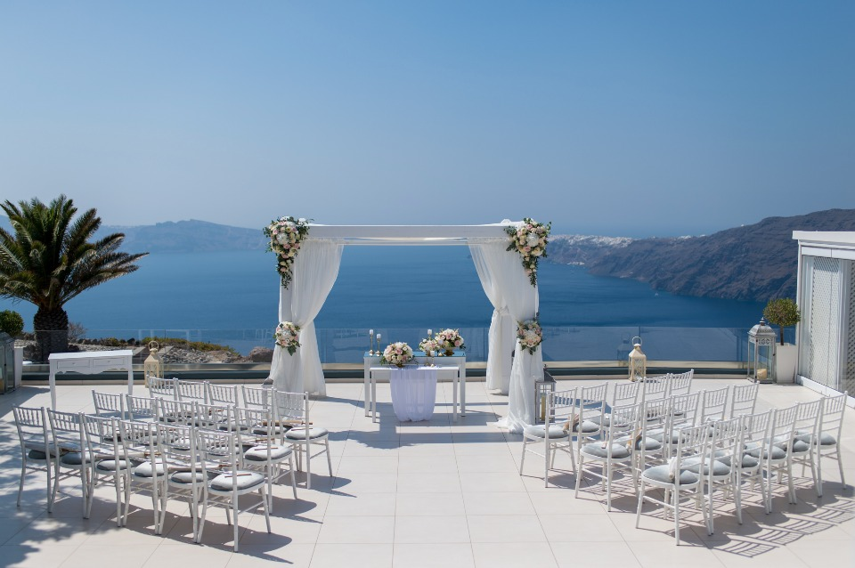 wedding ceremony on a cliff in Greece