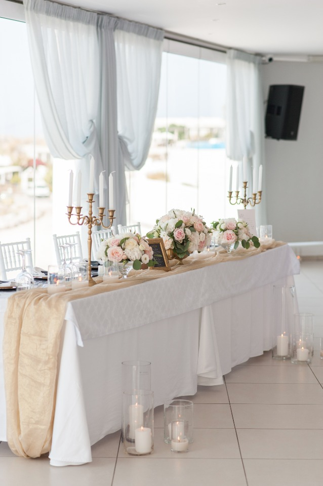 gold and white head table