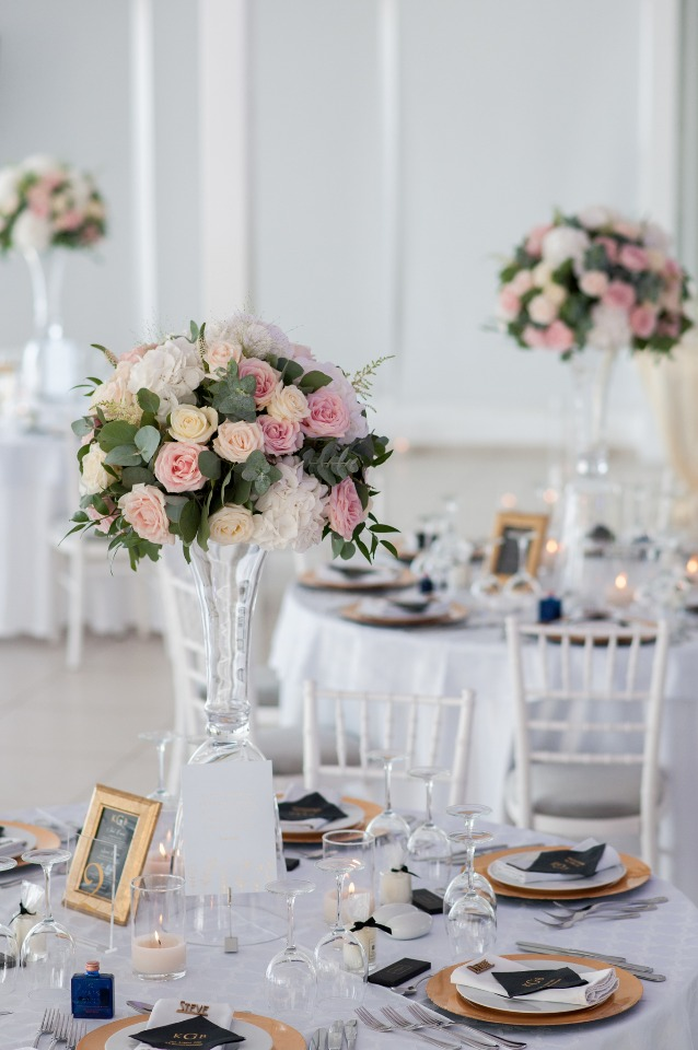 white and gold and pink table decor