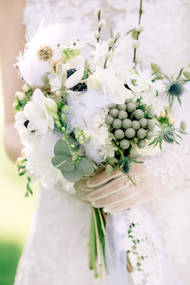 Airy spring bouquet with feathers