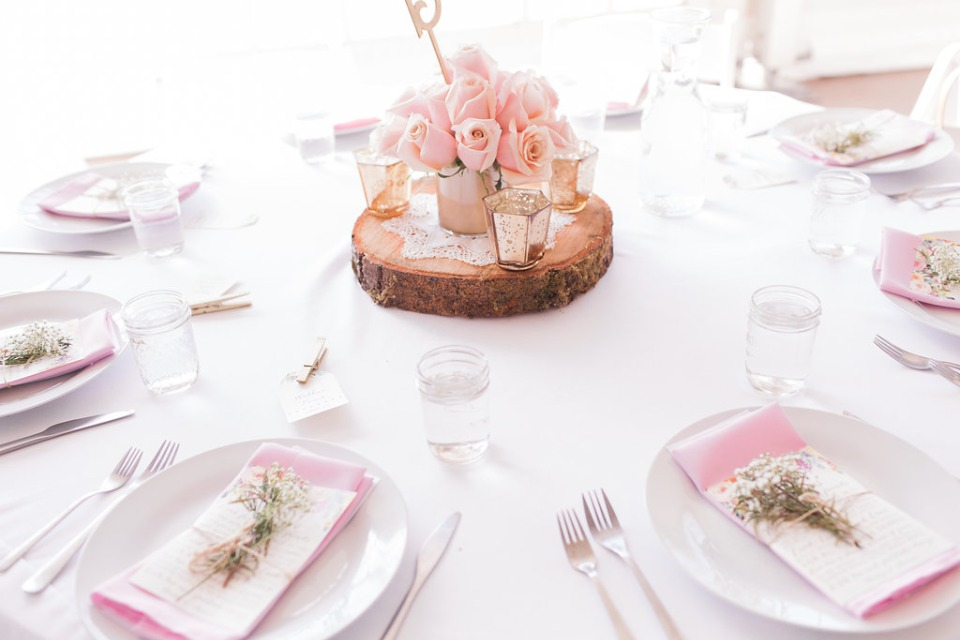 Pink table setting decor