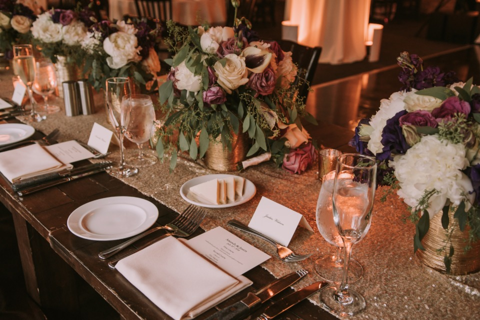 Sparkly gold table runner and bouquets