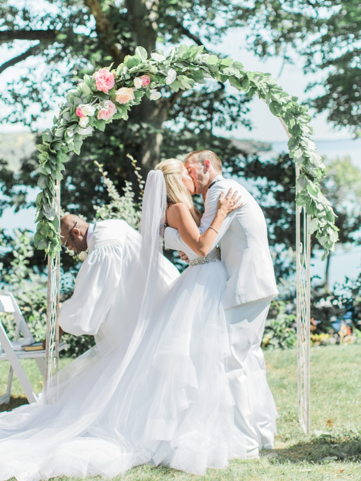 Kiss for the happy couple