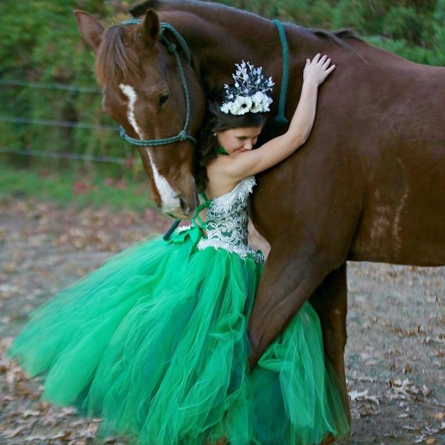 Gorgeous in emerald and hunter! Your flower girl will shine in this tutu set. Photo by Shots by Sonja here in TN