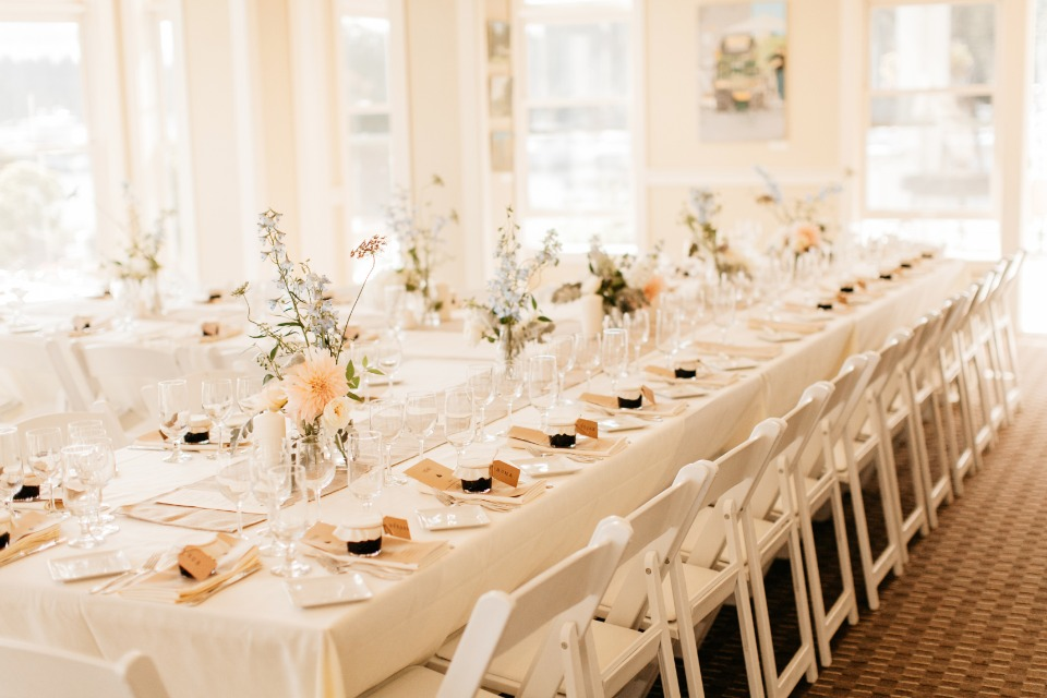 Insanely pretty and simple table set up