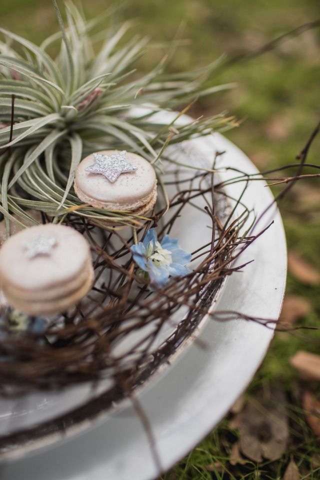 wedding macarons with glittery star toppers