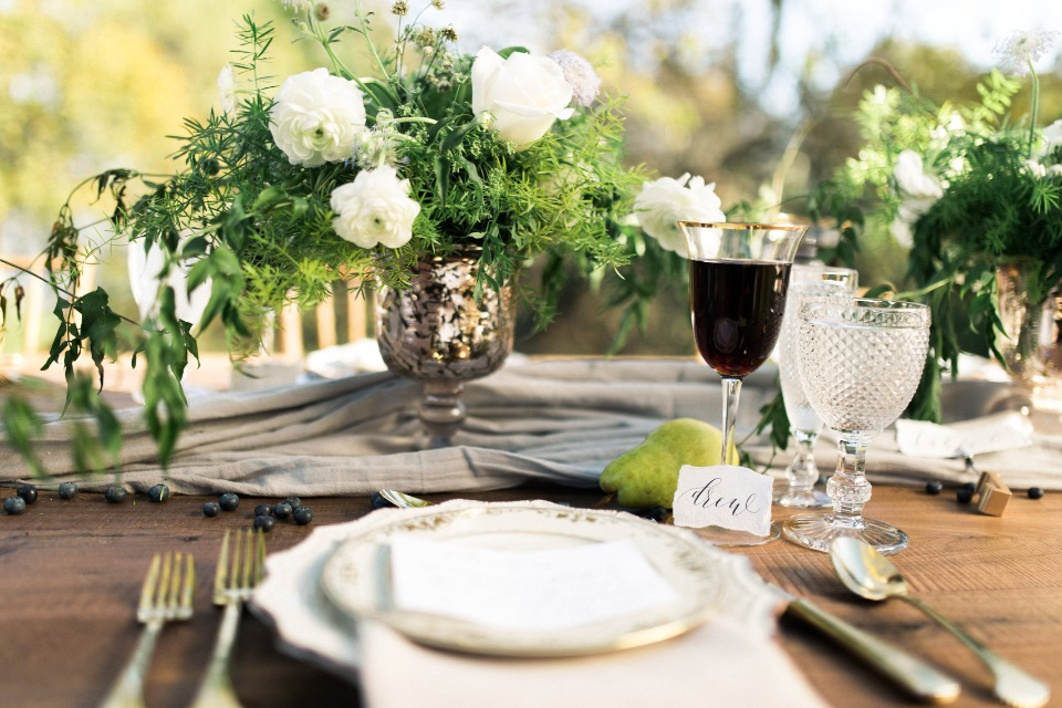 Elegant table decor yet rustic wedding table setting ideas