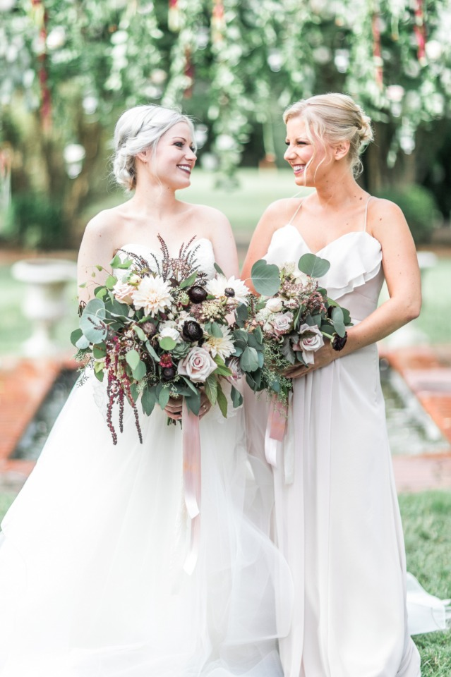 Love this bride and bridesmaid looks