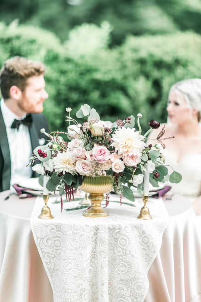 Overflowing centerpiece for the sweetheart table