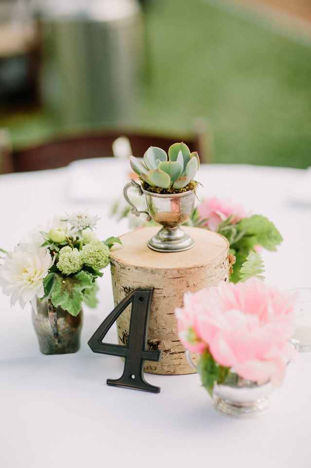 Keep your centerpiece simple and pretty