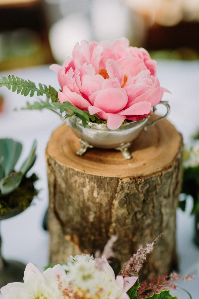 Simple and elegant centerpiece idea