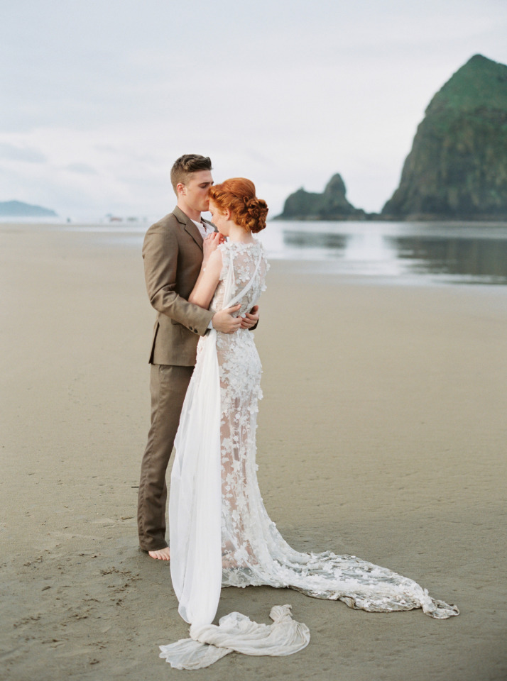 bride and groom couple portrait ideas at the beach