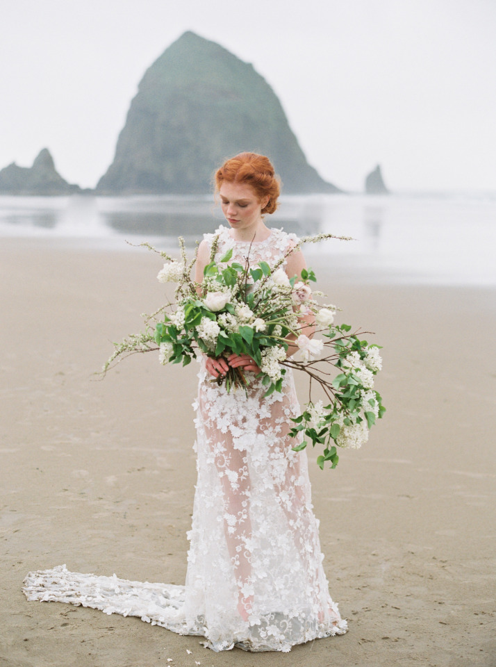 organic and free flowing wedding bouquet