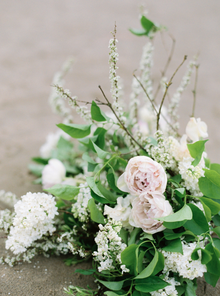 organic and wild wedding bouquet