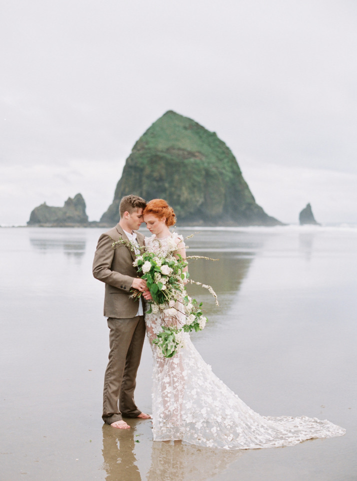 couple portrait ideas at the beach By Betsy Blue Photography